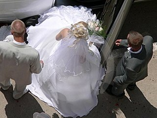 bride leaving wedding limo